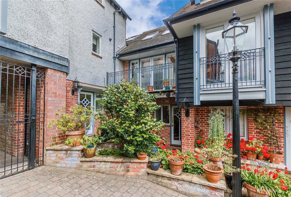 3 Bedrooms Terraced House for sale in Berrington Court, Bell Lane, Ludlow, Shropshire