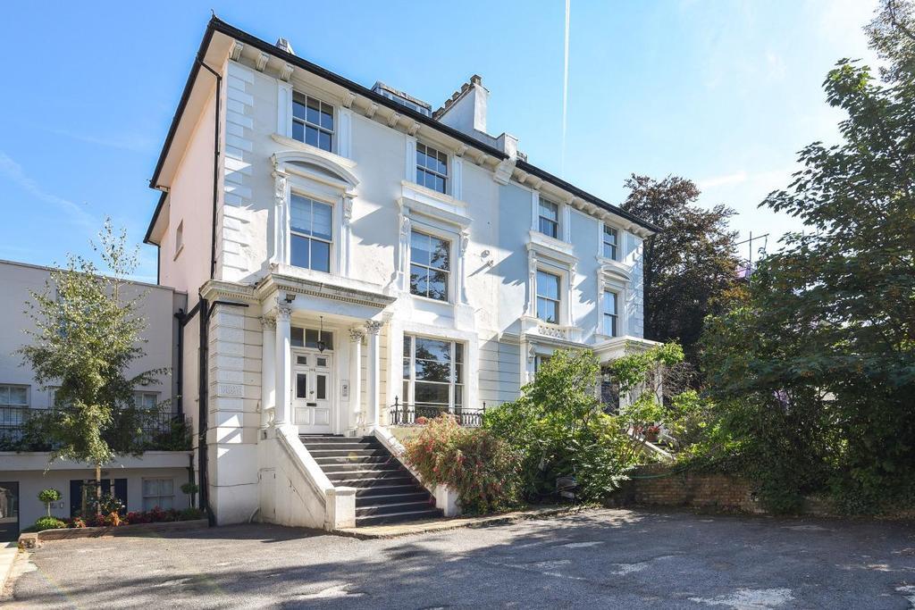 3 Bedrooms Maisonette Flat for sale in Haverstock Hill, Belsize Park