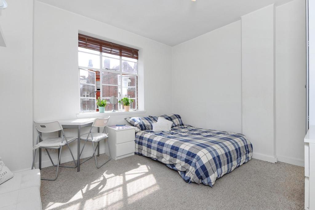 Studio Flat for sale in Hamlet Gardens, Hammersmith