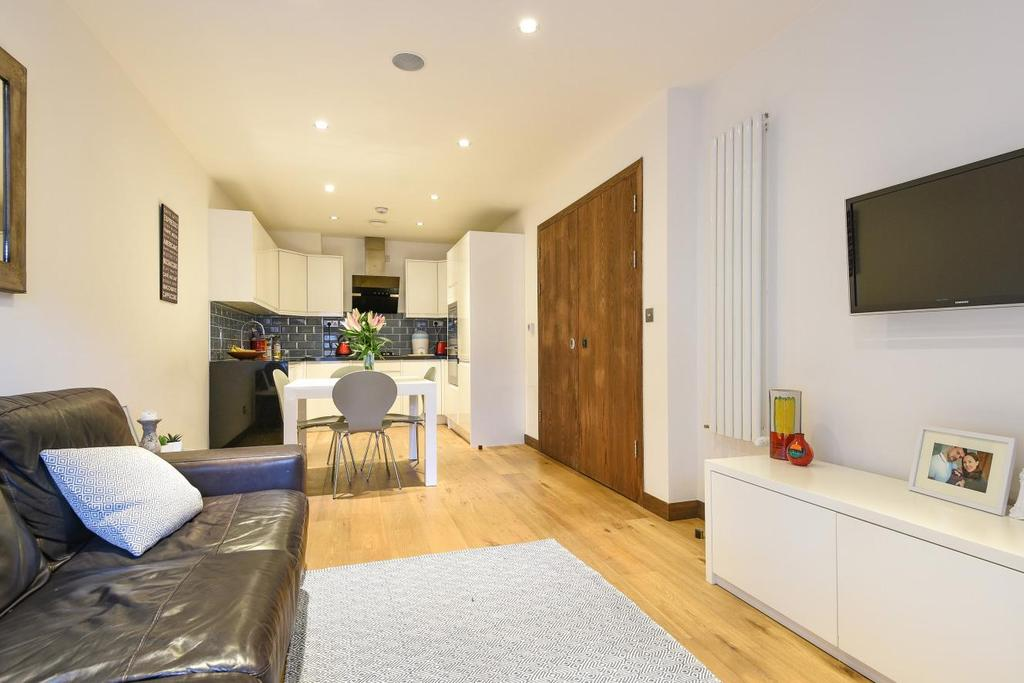 2 Bedrooms Flat for sale in Tooting High Street, London