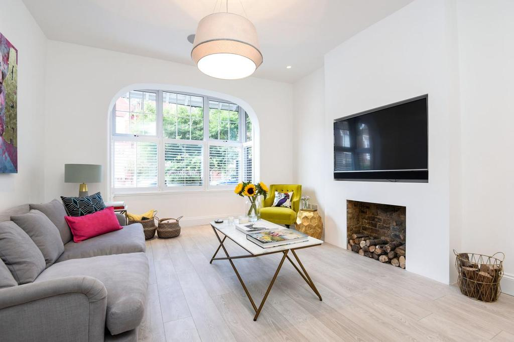 4 Bedrooms Semi Detached House for sale in Fernthorpe Road, Furzedown