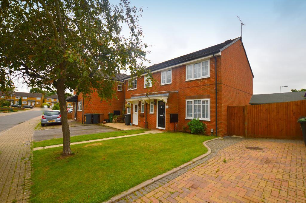 3 Bedrooms Semi Detached House for sale in Whitwell Close, Luton, LU3 4BT
