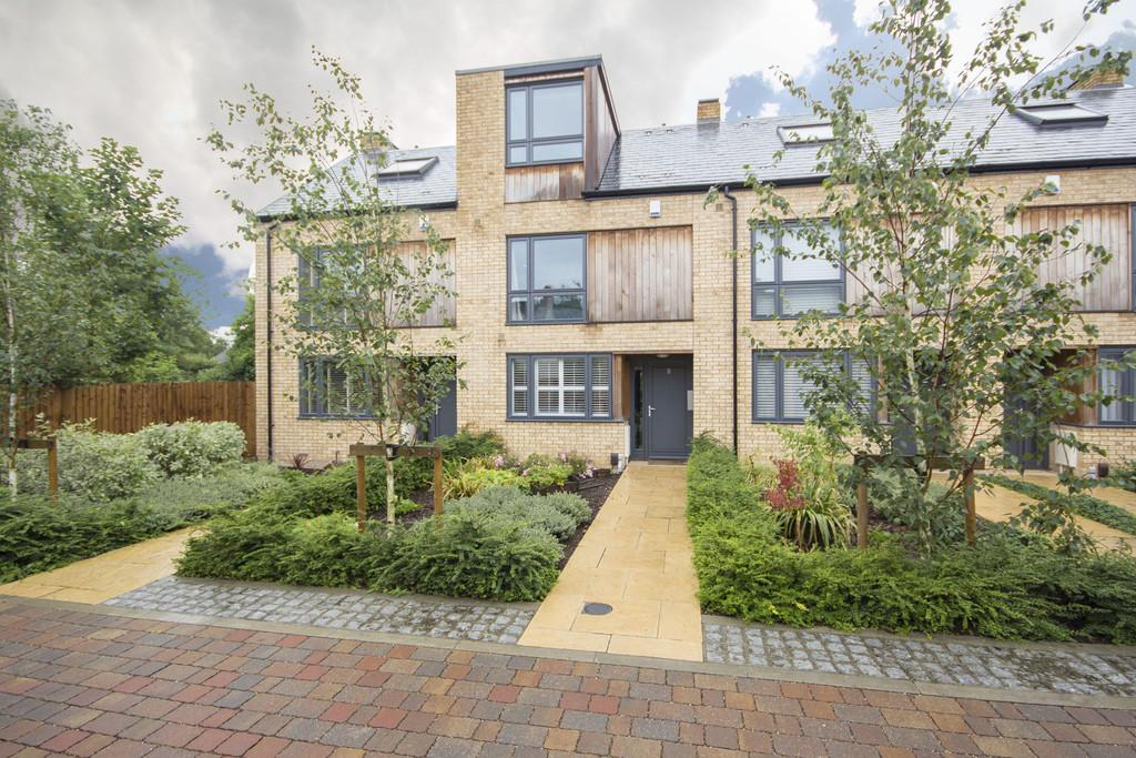 3 Bedrooms Terraced House for sale in Austin Court, Cambridge