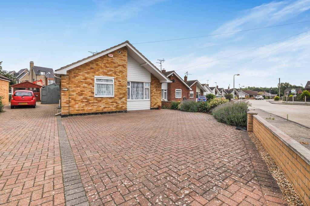 2 Bedrooms Detached Bungalow for sale in Romulus Close, Colchester, CO4 5LN