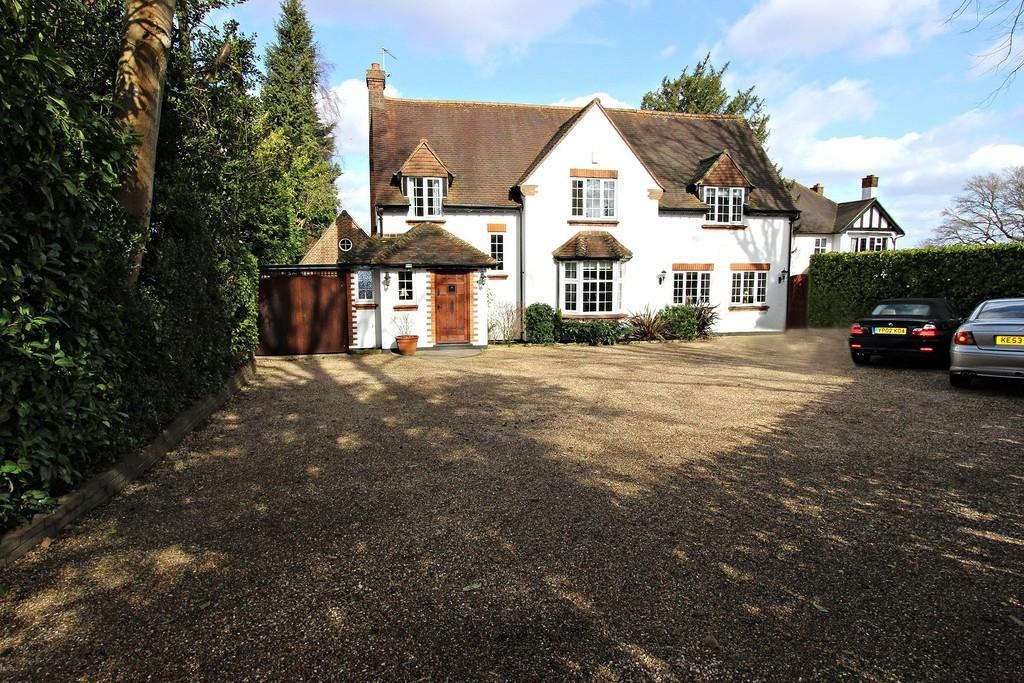 5 Bedrooms Detached House for sale in The Drive, Banstead