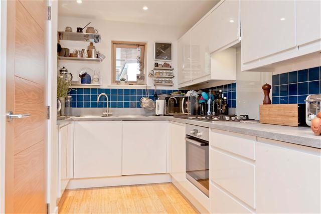 2 Bedrooms Terraced House for sale in Cumberland Terrace, Hove