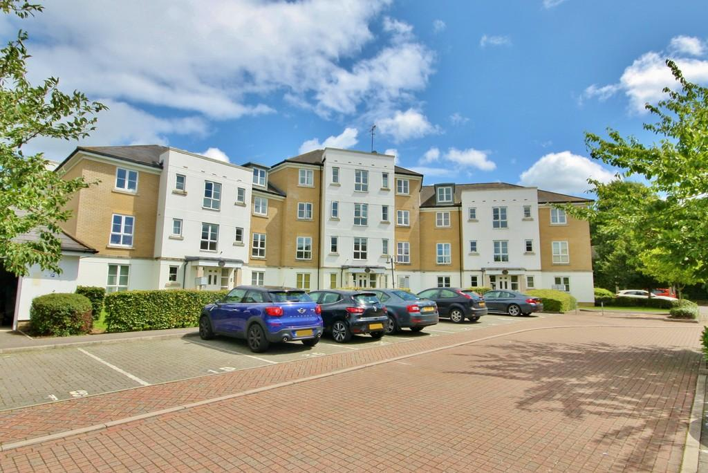2 Bedrooms Ground Flat for sale in Knaphill, Woking