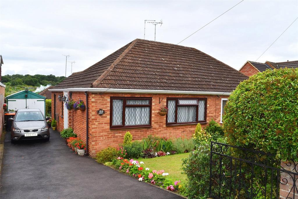 2 Bedrooms Semi Detached Bungalow for sale in Emu Close, Heath and Reach