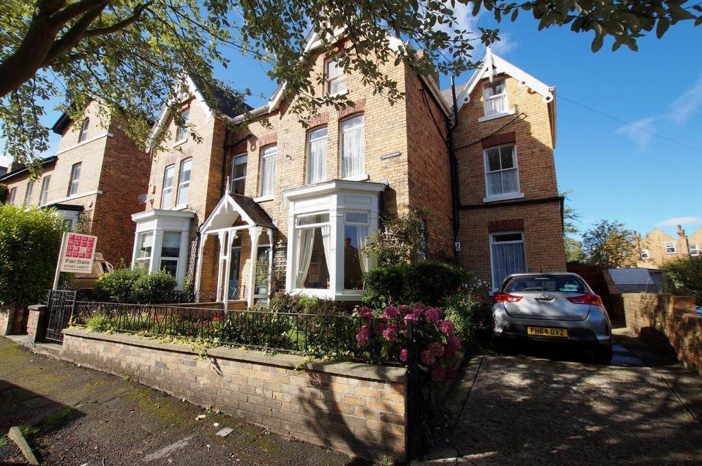 7 Bedrooms Semi Detached House for sale in Westbourne Park, Scarborough