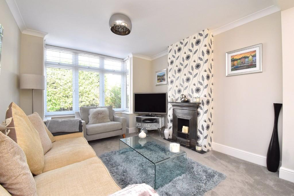 4 Bedrooms Semi Detached House for sale in Hilda Vale Road