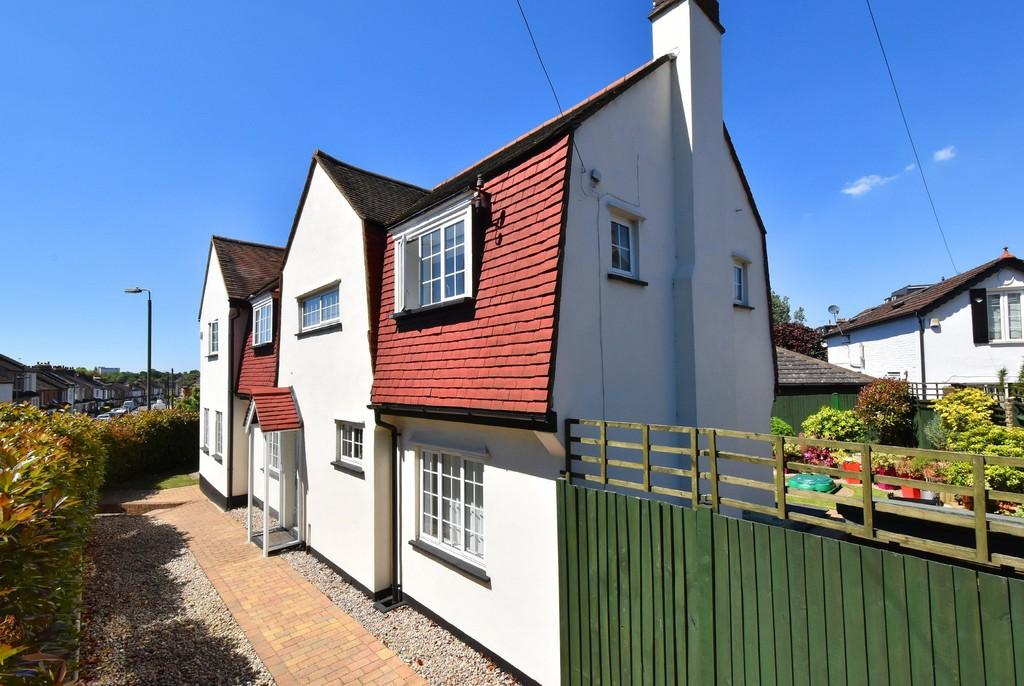 4 Bedrooms Detached House for sale in Page Heath Lane, Bromley