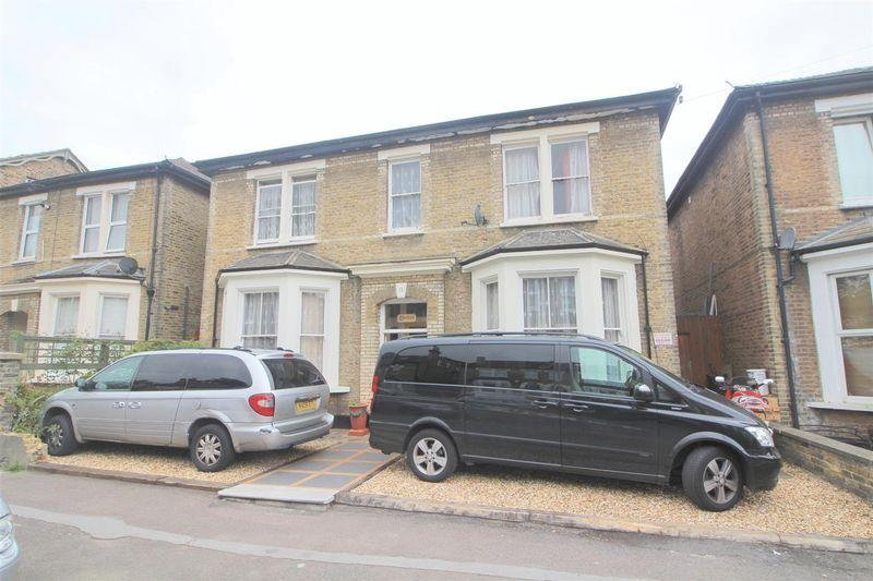 5 Bedrooms Detached House for sale in Farquharson Road, Croydon