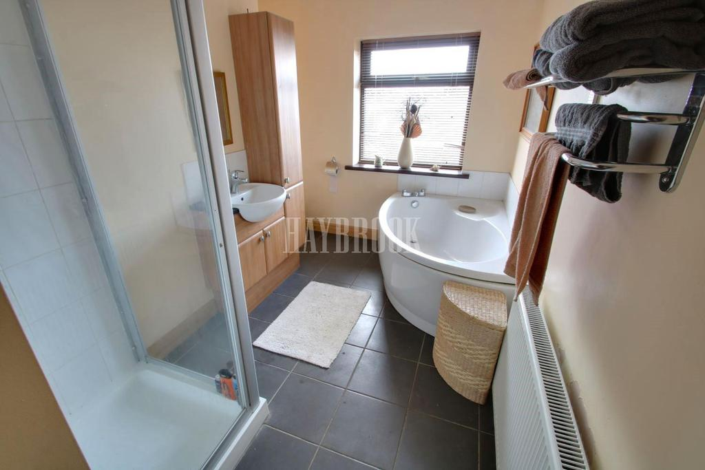 5 Bedrooms Semi Detached House for sale in Thornbridge Drive, Frecheville, S12