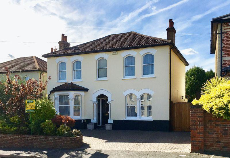 4 Bedrooms Detached House for sale in Knoll Road, Bexley Village