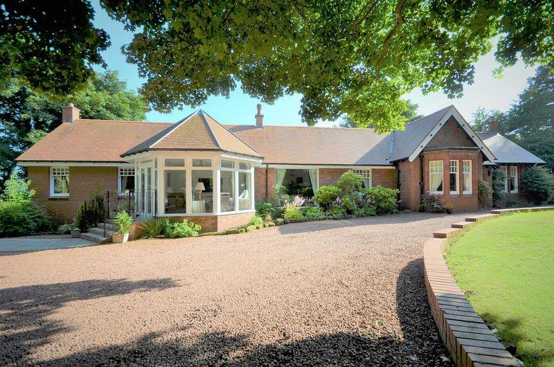 5 Bedrooms Detached Bungalow for sale in The Shieling, Southwood KA9 1UP