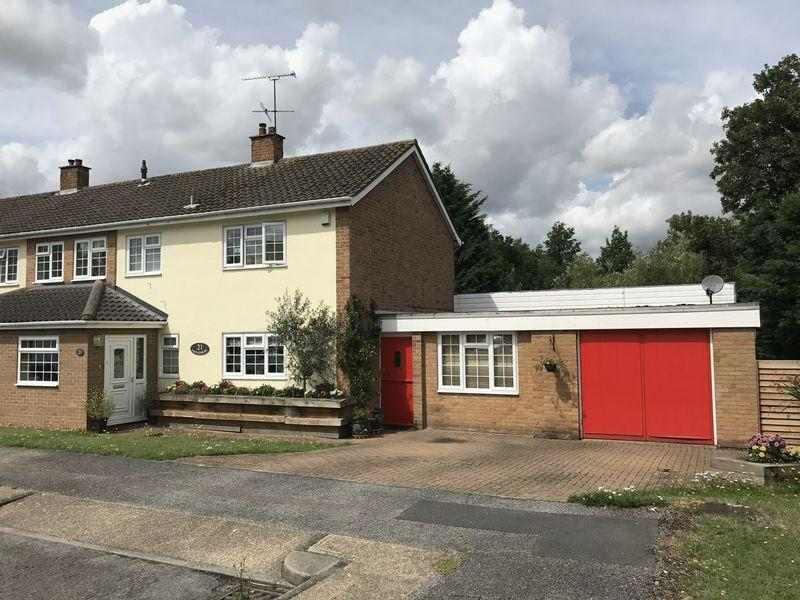 3 Bedrooms Semi Detached House for sale in Hawkenbury, Harlow