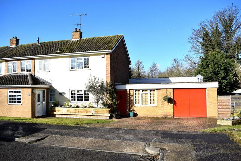 4 Bedrooms Semi Detached House for sale in Hawkenbury, Harlow
