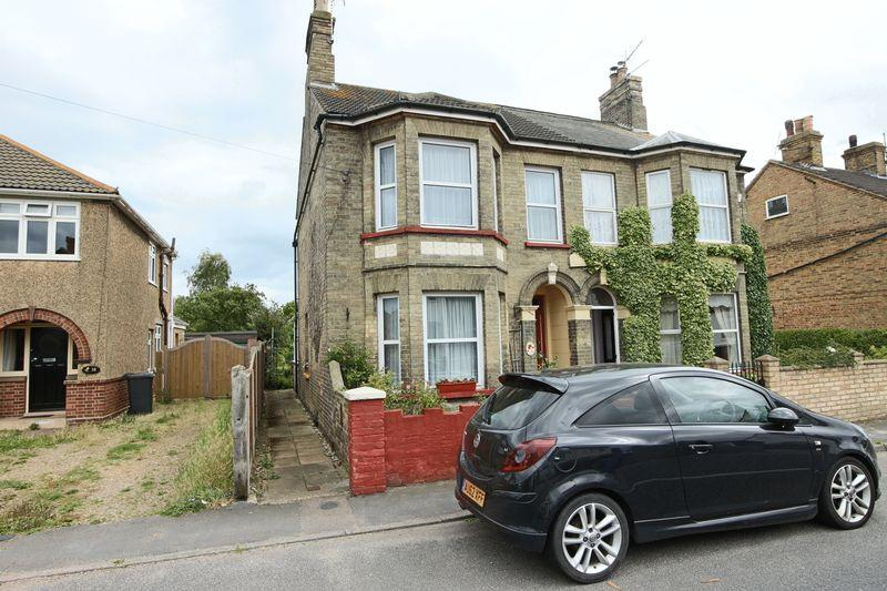 3 Bedrooms Semi Detached House for sale in 36, London Road, Kessingland
