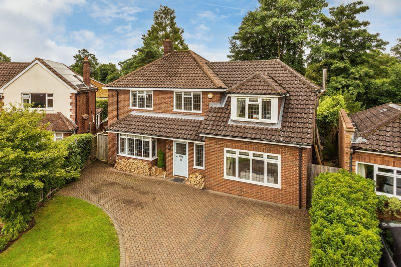 4 Bedrooms Detached House for sale in Guildford, GU1
