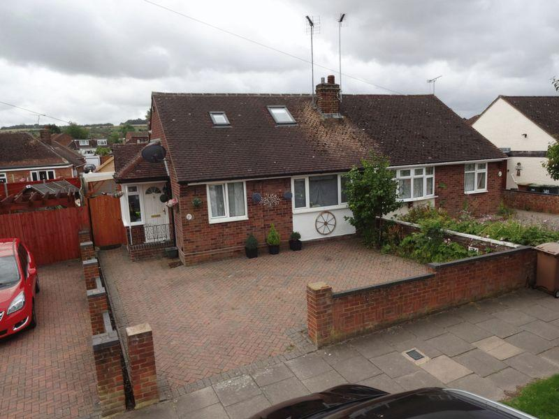 2 Bedrooms Semi Detached Bungalow for sale in Leagrave High Street, Luton