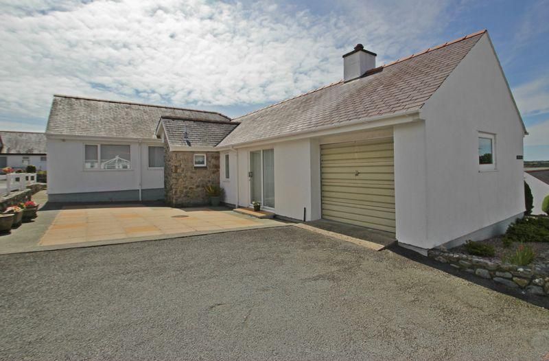 3 Bedrooms Detached Bungalow for sale in Caernarfon, Gwynedd