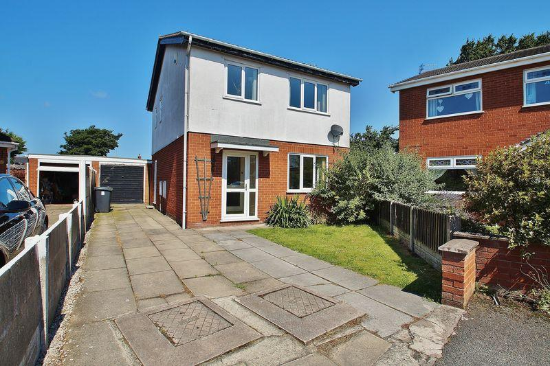 3 Bedrooms Detached House for sale in Andreas Close, Southport