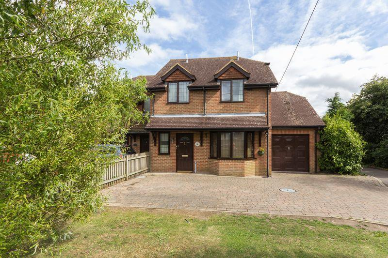 3 Bedrooms Semi Detached House for sale in Swan Lane, Sellindge