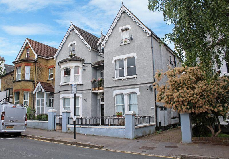 1 Bedroom Apartment Flat for sale in Birdhurst Rise, South Croydon, Surrey