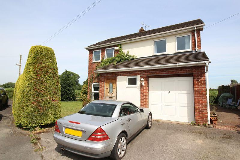 4 Bedrooms Detached House for sale in Maelor Court, Overton, Wrexham