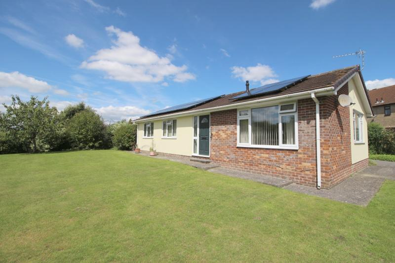 3 Bedrooms Detached Bungalow for sale in Pound Street, Warminster, BA12