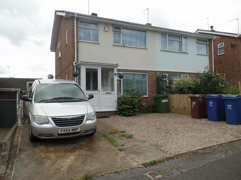 3 Bedrooms Semi Detached House for sale in Morris Drive, BANBURY, OX16