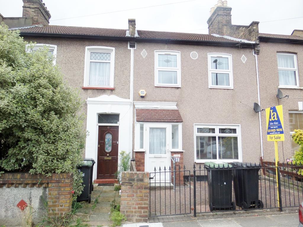 3 Bedrooms Terraced House for sale in Glenfarg Road, London
