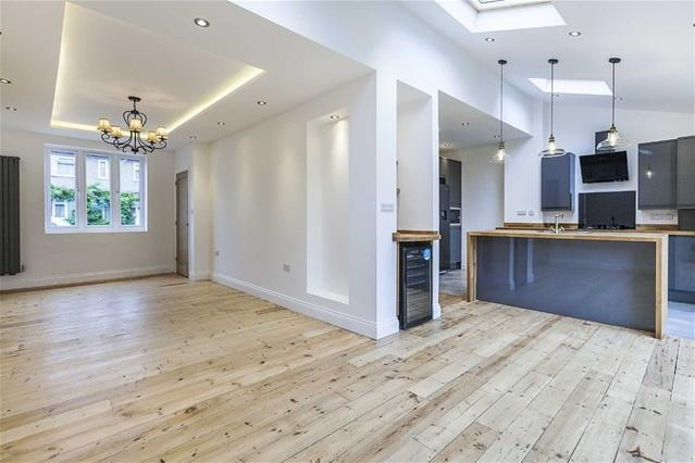 4 Bedrooms House for sale in Lyne Crescent, Walthamstow