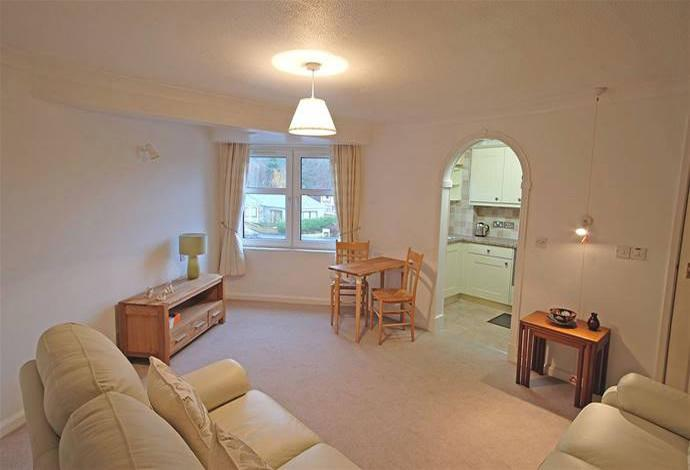 1 Bedroom Flat for sale in 38 Whitestone Court Innerleithen Road, Peebles, EH45 8BN