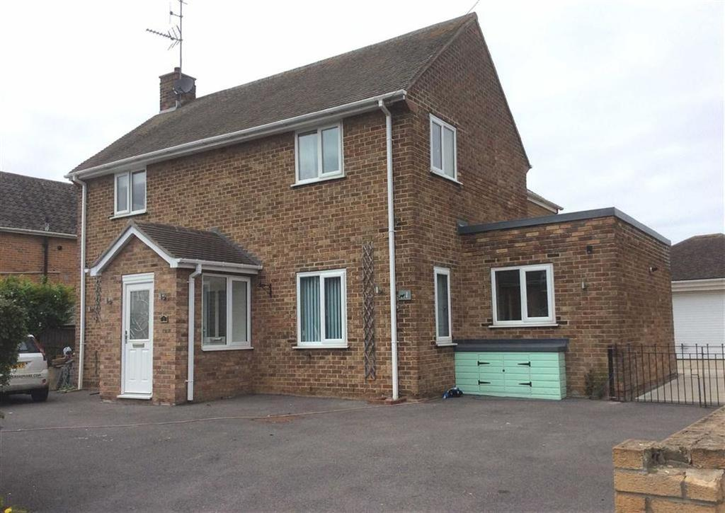4 Bedrooms Detached House for sale in Bempton Crescent, Bridlington