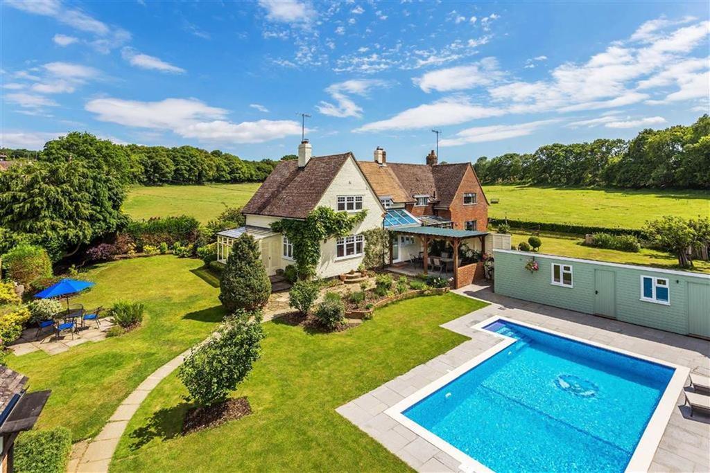 4 Bedrooms Semi Detached House for sale in Little London, Albury Heath, Albury Guildford, Surrey, GU5