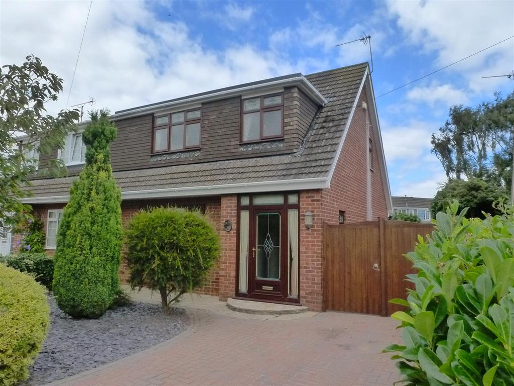 3 Bedrooms Semi Detached House for sale in Fieldhouse Road, Humberston, Grimsby