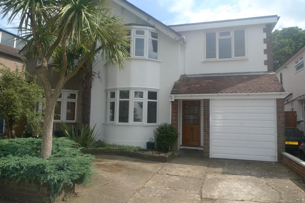 4 Bedrooms Semi Detached House for sale in Ellerman Avenue, Whitton TW2