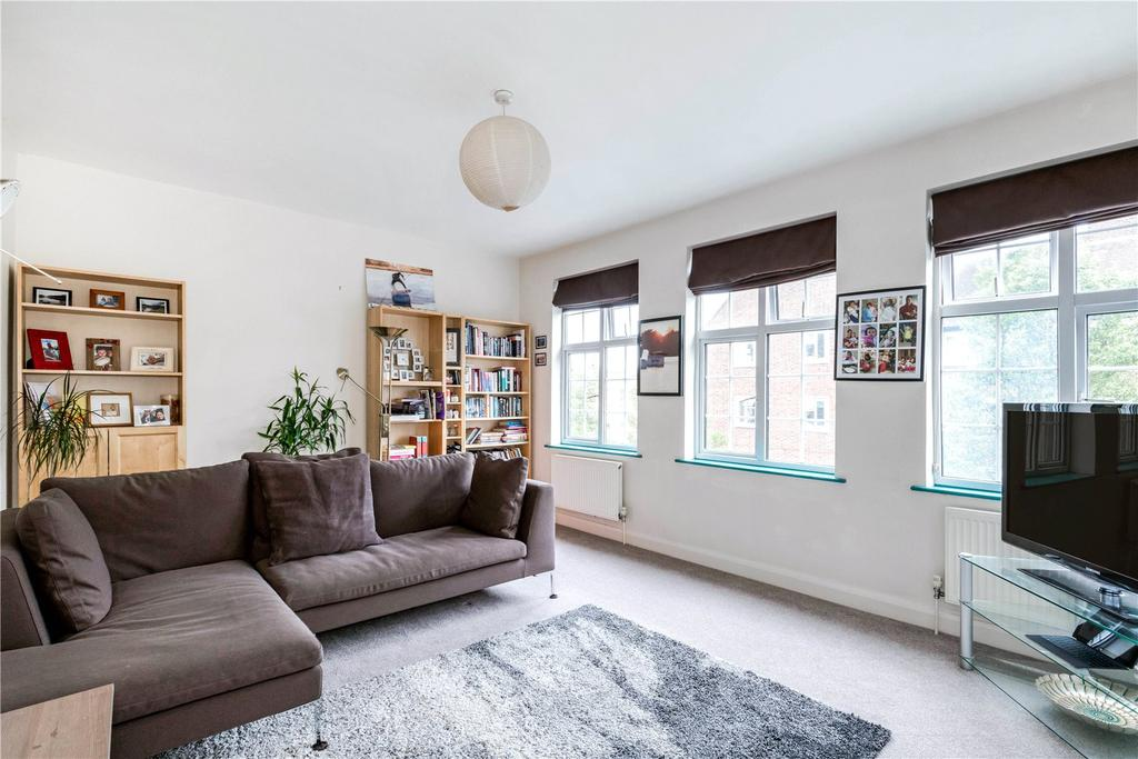 3 Bedrooms Maisonette Flat for sale in Carmichael Court, Grove Road, London, SW13