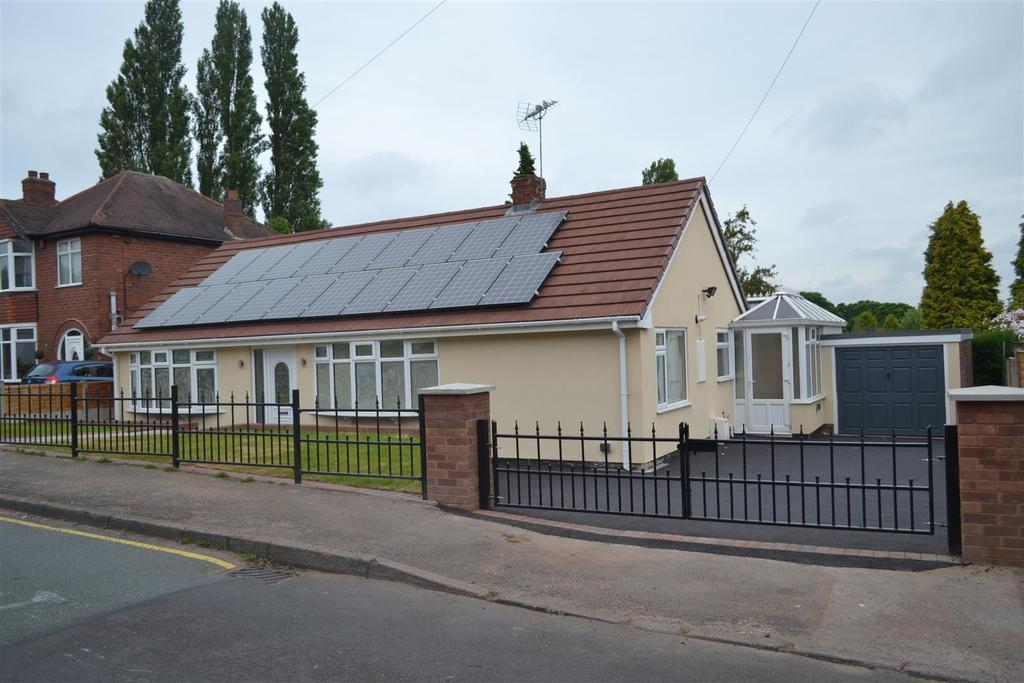 3 Bedrooms Detached Bungalow for sale in Wharwell Lane, Walsall