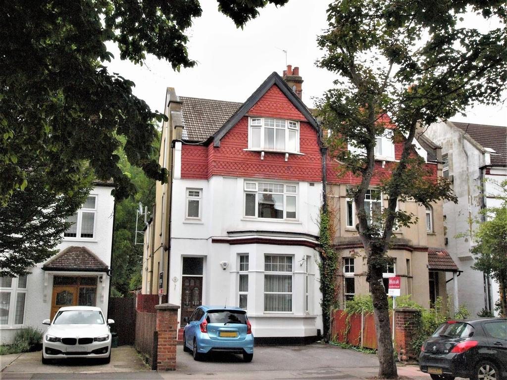 3 Bedrooms Maisonette Flat for sale in Queen Anne Avenue, Bromley