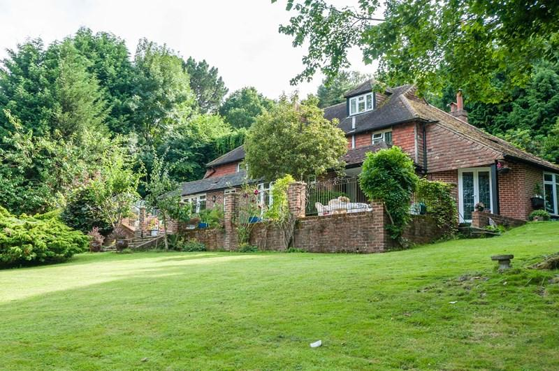 4 Bedrooms Village House for sale in Redbrook Lane, Buxted, Uckfield