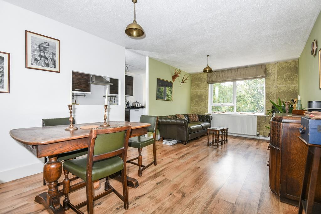 1 Bedroom Flat for sale in Wood Vale Forest Hill SE23