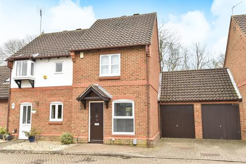 2 bedroom semi-detached house to rent - Ockley Court, Burpham, Guildford, GU4