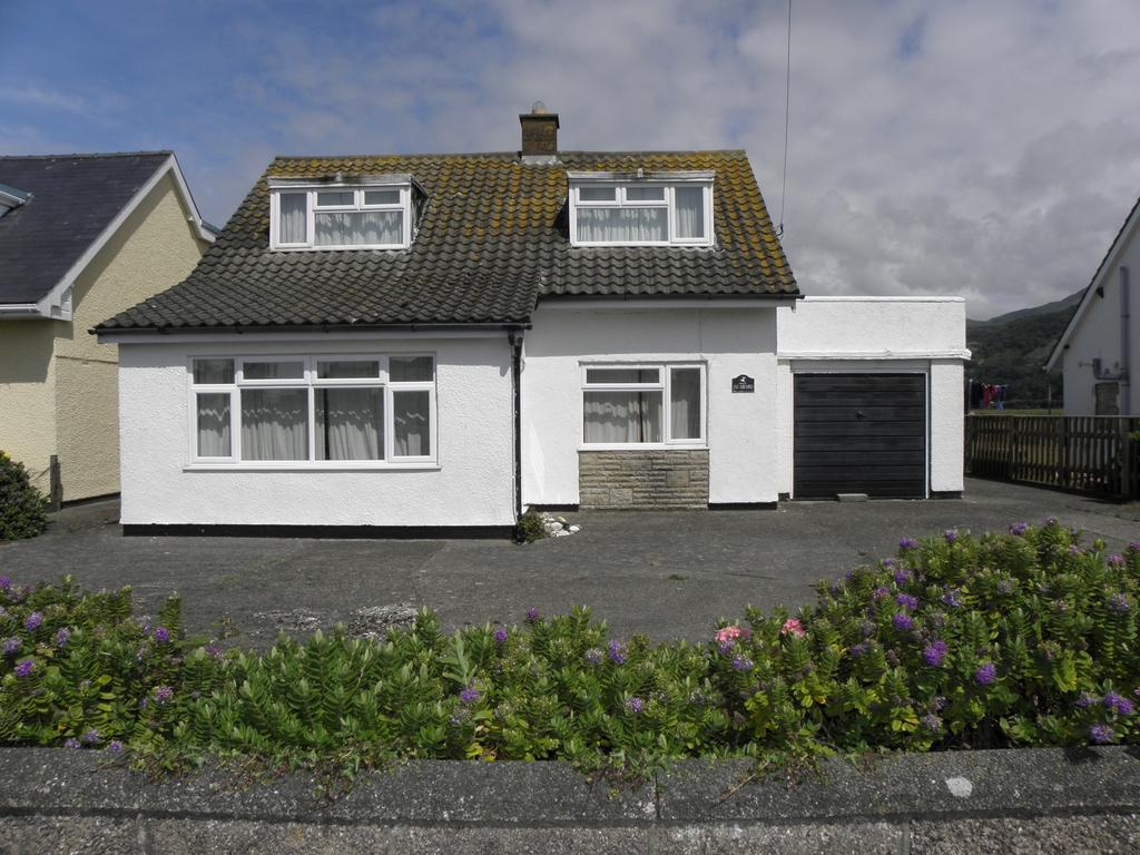 3 Bedrooms Bungalow for sale in Llewelyn Drive, Fairbourne, LL38
