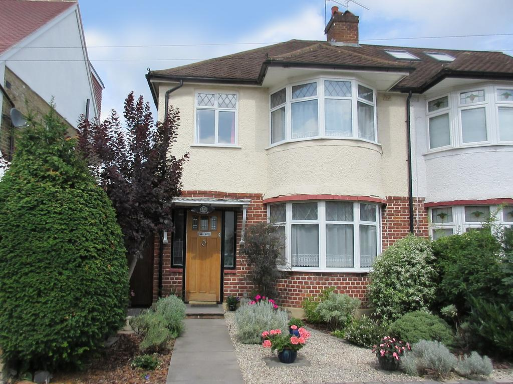 3 Bedrooms Semi Detached House for sale in Derwent Road, Whitton TW2