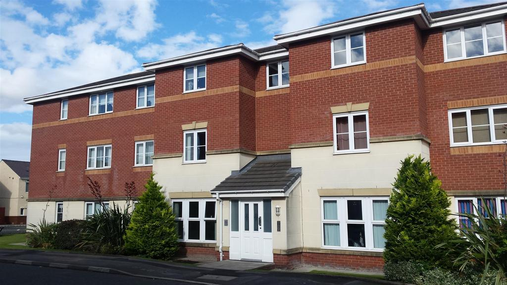 2 Bedrooms Flat for sale in The Feathers, St. Helens