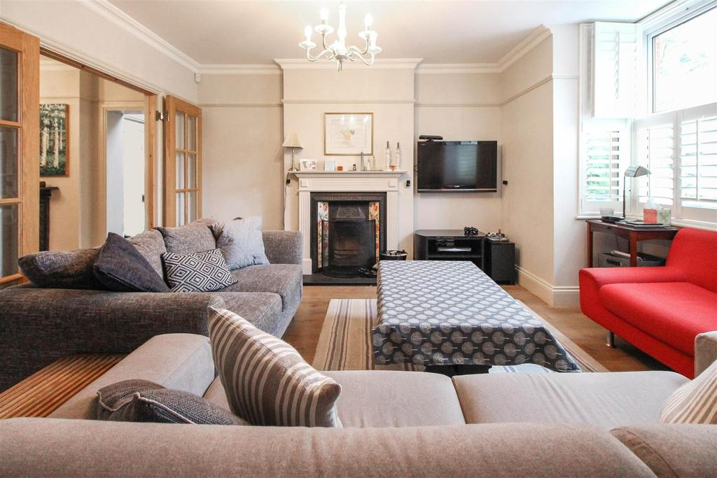 3 Bedrooms Semi Detached House for sale in Haywards Heath Road, Balcombe