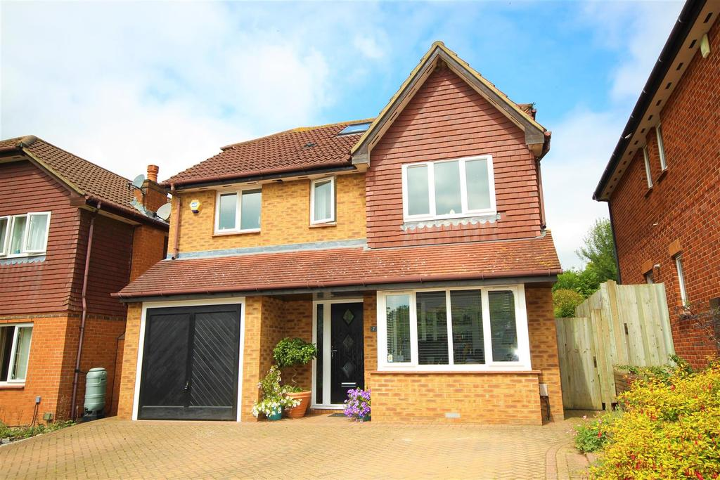 5 Bedrooms Detached House for sale in Burton Close, Twyford, Reading