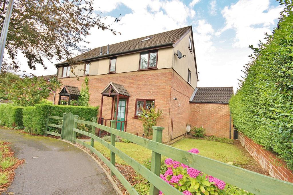 2 Bedrooms Semi Detached House for sale in Gregg Mews, Wilmslow